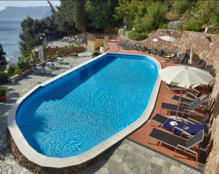 Panoramic swimming pool with solarium BW Hotel Acqua Novella 4 star  Hotel