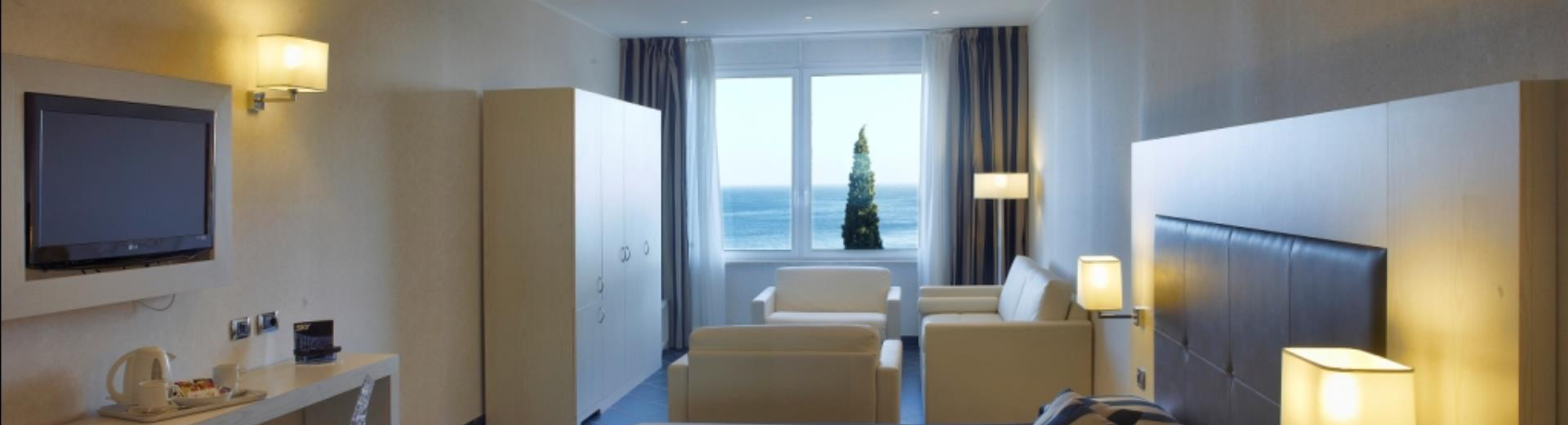Superior room. Enjoy the splendid view of the Gulf of Spotorno